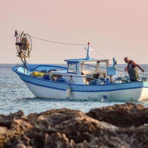 fishing-boat-5736839_1280